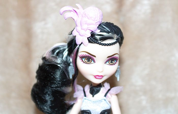 Ever After High Core Royal Doll – Duchess Swan