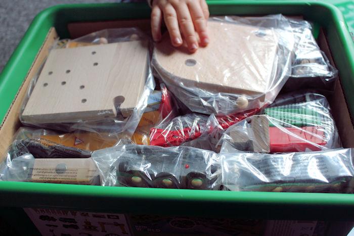 Brio Cargo Railway Duluxe Set Inside Box